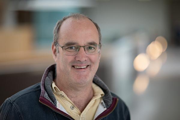 Associate Prof Nick Lakin